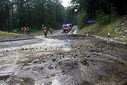 Silná bouřka v okolí Pozlovic si vyžádala zásah desítek hasičů