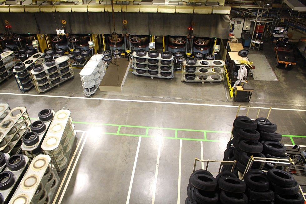 Den otevřených dveří v Barumu - V hale high tech se od roku 2001provádí výroba PLT plášťů 16-19, zejména kateg. UHP – vysoce výkonné vysokorychlostní pláště.