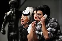 Zlínské městské divadlo nazkoušelo hru Petera Shafferer Černá komedie.