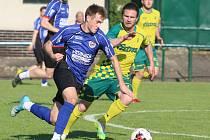 Fotbalisté Napajedel (žlutozelení) ve svém první zápase po osmi měsících se v pátek doma v rámci přípravy rozešli smírně s rivalem z krajského přeboru Bystřicí pod Hostýnem 4:4.