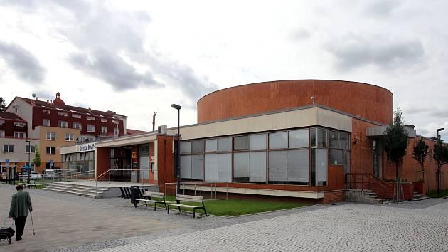 Kino Květen v Malenovicích.