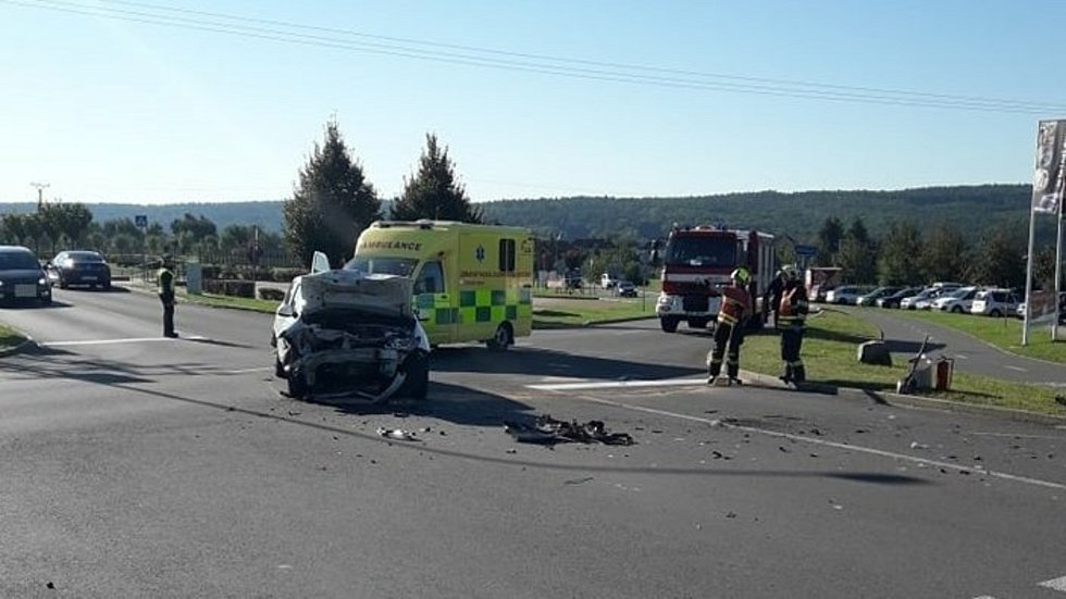 Nehoda ve zlínské Štípě si vyžádala tři zraněné.