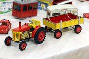 Výstava  Retrohrátky,  galerie Alternativa, legendární traktor na klíček slaví 60 let