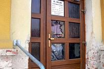 Ve středu 17. března 2010 kolem deváté večer do obecního hostince v Kyselovicích vtrhla skupinka Romů a začala napadat hosty a demolovat vybavení.