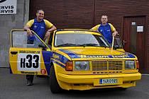 Viktor Mechl (vpravo) se s bratrem Ondřejem a Škodou 130LR připravují na Barumku už půl roku.