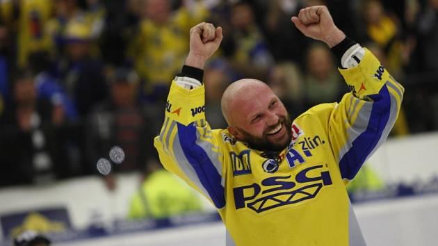 Hokejisté Zlína oslavují titul po zápase PSG Zlín - Kometa Brno