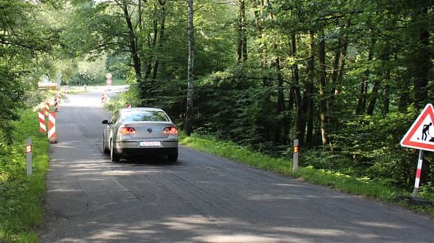 Téměř po celé letní prázdniny bude uzavřena silnice ze Žlutavy do Bělova kvůli opravě mostku. Ten je už hodně zničený.