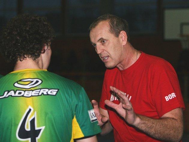 Trenér házenkářského týmu Napajedel Štefan Boršický (vpravo)