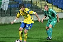 Fotbalisté Zlína (ve žlutém) v sobotu večer porazili konkurenta v boji o přední příčky druholigové tabulky Karvinou 4:1.