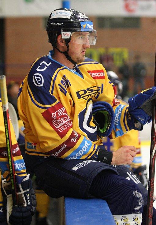 Extraligoví hokejisté PSG Berani Zlín (ve žlutém) v úterní předehrávce 11. kola podlehli pražské Spartě.  Na snímku Ondráček.