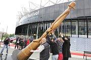 Symbol festivalu socha Zlatý střevíček již stojí. Festival začíná