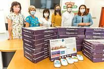 Dalších šestadvacet nových monitorů dechu předala Nadace Křižovatka v porodnici Krajské nemocnice Tomáše Bati ve Zlíně.