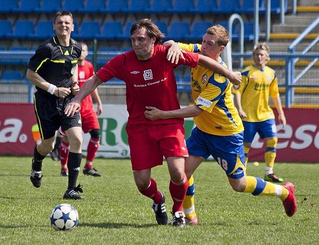 Juniorka Zlína (ve žlutém) proti Hulínu