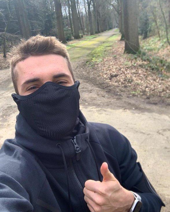 Záložník PSV Eindhoven Michal Sadílek tráví volný čas běháním v přírodě