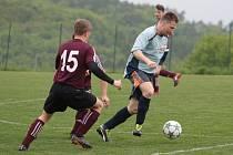 Fotbalisté Jaroslavic (v tmavých dresech) ve 21. kole I. B třídy skupiny B zdolali Příluky 2:0.