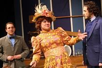 Hra Charleyova teta v Městském divadle ve Zlíně.