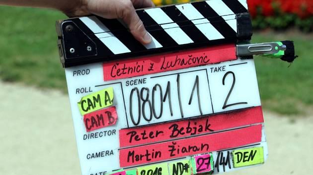 Natáčení televizního seriálu Četníci z Luhačovic na lázeňské kolonádě v Luhačovicích.