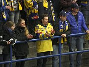 Extraligoví hokejisté PSG Zlín (ve žlutém) ve 47. kole v pátek hostili pražskou Spartu.