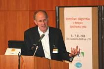 Profesor Hiram Cody na lékařském workshopu ve Zlíně