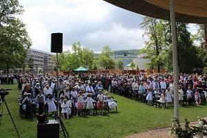 Významný svátek, tzv. Boží Tělo v Komenského parku ve Zlíně. Ilustrační foto