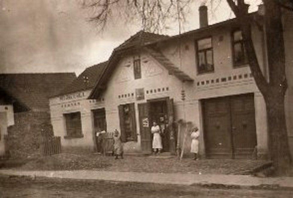 Halova pekárna kolem roku 1910.