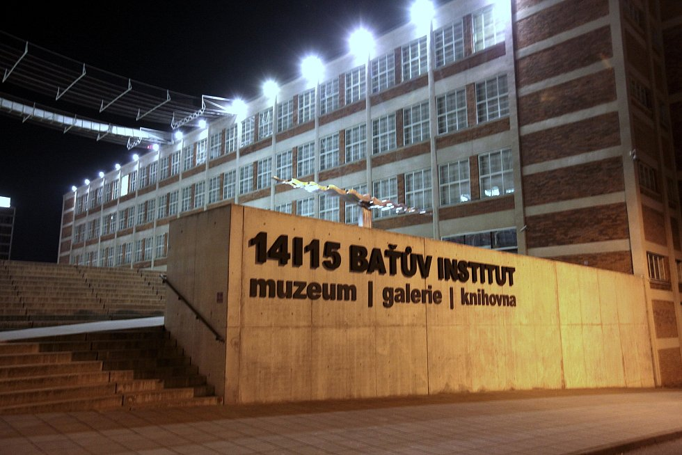 Baťův institut. Noční Zlín objektivem fotografa Jana Karáska.