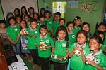 Žáci anglicko-environmentální školy v nových uniformách.