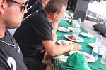 Po dvaapadesáté soutěžili jedlíci v pojídání švestkových knedlíků ve Vizovicích.