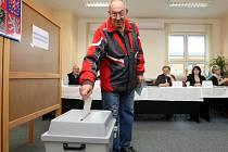Volby do Senátu 2014 v okrsku č. 8 v Otrokovicích.