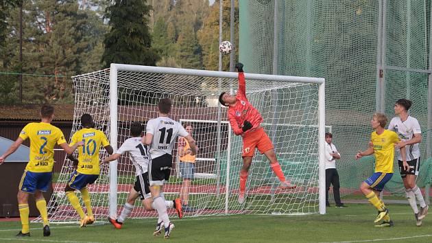 Fotbalisté Zlína (ve žlutých dresech) v MOL Cupu proti Ústí nad Orlicí
