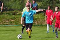 Fotbalisté Štípy (v modrých dresech) doma podlehli vedoucí Bylnici 0:2.