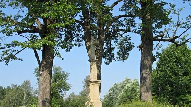 Kamenný kříž na Trhovisku ve Valašských Kloboukách prohlásilo Ministerstvo kultury za kulturní památku. Objekt z roku 1820 stojí na místě bývalé šibenice. Pozoruhodné je jeho uměleckořemeslné zpracování.