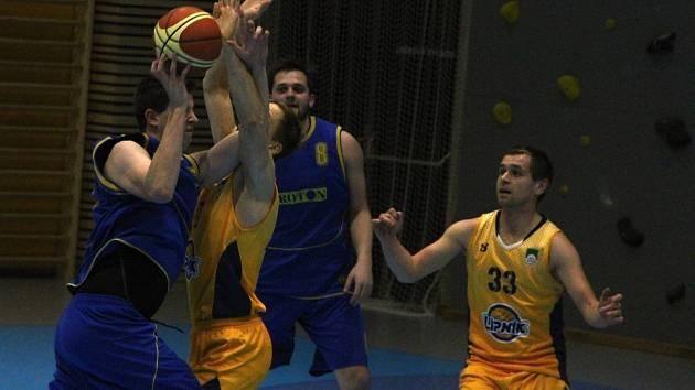 Basketbalisté SKB Zlín (v modrém). Ilustrační foto.
