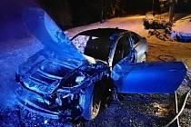 Osobní vůz začal hořet při jízdě přes Soláň; 19. února 2020