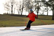 Jarní lyžování v lyžařském středisku Stupava.
