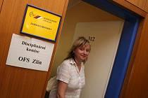 Předsedkyně fotbalového oddílu TJ Nevšová Ivana Urbanová vychází z místnosti, kde zasedala disciplinární komise OFS Zlín.