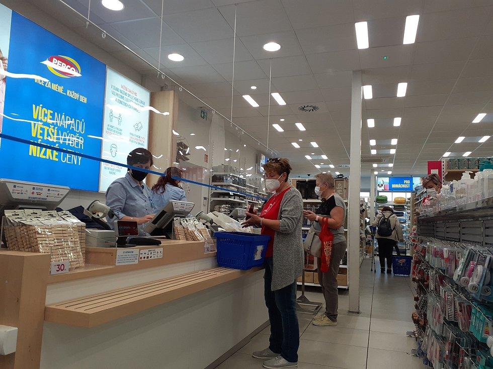 Zlín ožil, do ulic se vrací další zákazníci. Otevřely se obchody.