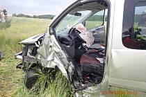 Zraněného řidiče museli hasiči z vozidla po nehodě vyprostit