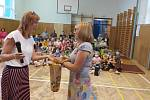 Slavnostní rozloučení v základní škole v Tečovicích.
