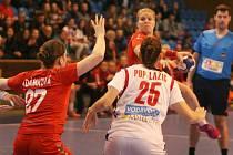 České házenkářky (v červeném) v rámci kvalifikačních bojů o postup na evopský šampionát v roce 2016 ve Švédsku ve středu 9. března 2016 ve Zlíně hostily Srbsko.