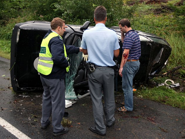 Řidič nezvládl řízení a dostal smyk v kopci zvaném Petrůvka u Luhačovic.