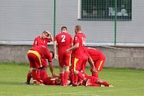 Fotbalisté Příluk (v červeném).