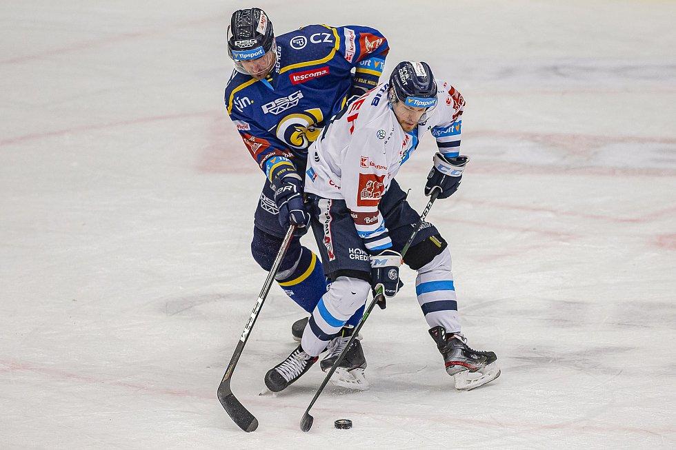 Hokejisté Zlína (v modrém) v úterý večer na Zimním stadionu Luďka Čajky vyzvali Bílé Tygry z Liberce. Na snímku Ferenc. Foto: pro Deník/Jiří Zaňát