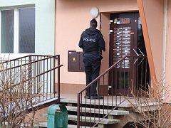 Muž střílel na exekutory. V Napajedlích zasahovaly desítky policistů