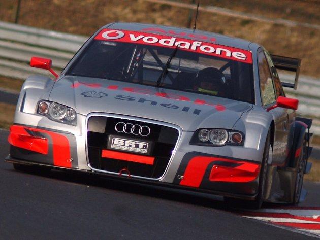 Zlínský automobilový závodník Tomáš Kostka stále bojuje o okruhový titul.