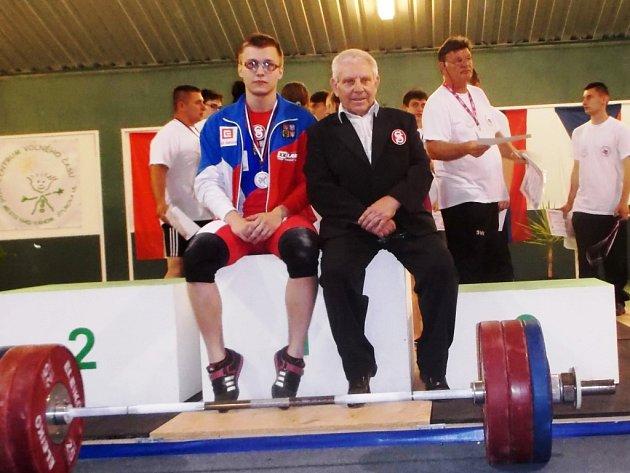 Vzpěrač Lukáš Hofbauer a trenér