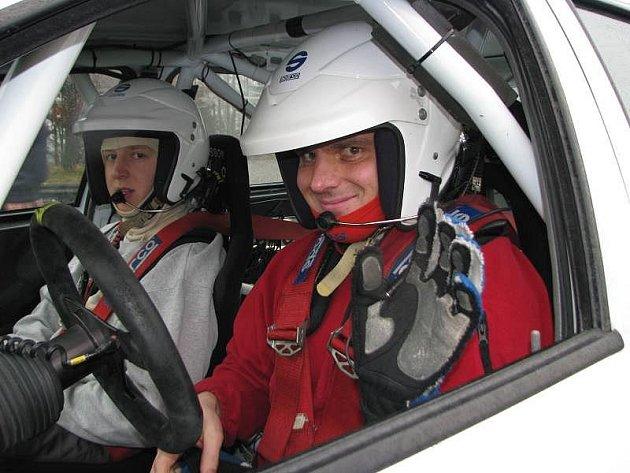 V pátek 11. prosince těsně po poledni se soutěžnímu jezdci z Podkopné Lhoty Lubomíru Minaříkovi splnil životní sen – pilotovat vůz specifikace WRC.
