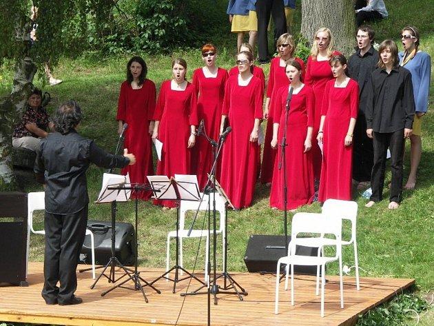 Zlínský soubor Cantica laetitia organizuje festival.