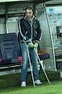 Zkušený stoper Slovácka Tomáš Rada zažívá nejhorší rok ve své kariéře. Před šesti týdny odhodil berle a těší se zpět na trávník.