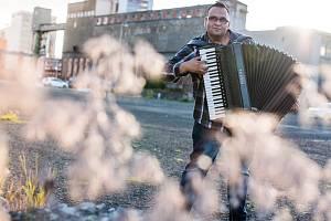 SKLÍZÍ ÚSPĚCHY. Vydavatelství Supraphon i EMP music potvrdila Vojtechovi Szabó celosvětovou distribuci CD. Na pultech by mělo být do měsíce, nejpozději však začátkem dubna.